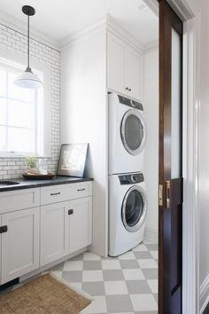 19 Most Beautiful Vintage Laundry Room Decor Ideas (eye-catching looks) Laundry Room Cabinets, Laundry Room Organization, Laundry Room Design, Laundry Rooms, Mud Rooms, Laundry Closet, English Cottage Style, Cottage Style Homes, English Cottages