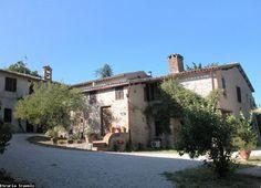 In Umbrië ligt midden tussen de wijngaarden het landgoed Camiano Piccolo waar ze lekkere wijn en olijfolie maken.