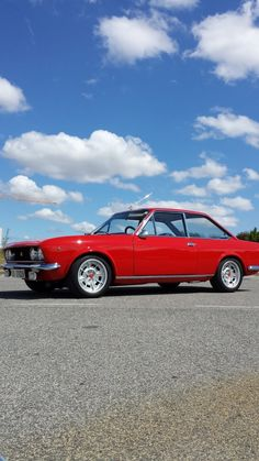 Retro Cars, Vintage Cars, Car Activities, Fiat 124 Spider, Fiat Abarth, Classic Italian, Rocking Chair, Old Cars, Peugeot