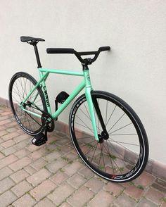 Bici Fixed, Classic Road Bike, Retro Bike, Fixed Gear Bicycle, Urban Bike, Scooter Girl, Bike Chain, Bike Art, Bicycle Design