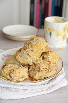 Havrescones med ost og skinke - My Little Kitchen Little Kitchen, Scones, Cereal, Food And Drink, Favorite Recipes, Snacks, Cookies, Baking, Breakfast