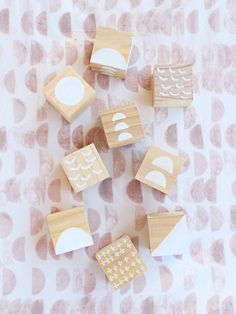 Wooden Blocks For Kids, Kids Blocks, Block Painting, Diy Painting, Fun Crafts To Do, Easy Crafts, Kids Crafts, Cubes, Diy For Kids