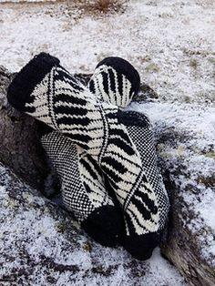 Ravelry: Pianissimo Sokker pattern by Lill C. Knitting Socks, Hand Knitting, Knit Socks, Cold Feet, Sock Shoes, Ravelry, Gloves, Pattern, Scarves