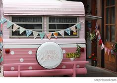 Bondville: Sydney abcd meet-up Spring 2012 - afternoon tea, pink caravans and Polli saves the day