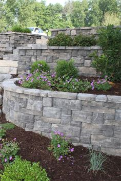 The Rosetta® Belvedere collection is an ideal choice for garden retaining walls. Featuring multiple unit sizes along with an industry-leading 64 unique stone textures, the Belvedere collection provides an incredibly natural look.