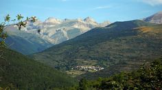 David Domeño: ACUMER. EL VALLE PERDIDO. Mountains, Nature, David, Travel, Bedroom, Devil, Woods, Legends, Viajes