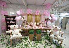 Que tal comemorar a chegada da pequena com a decoração de ursas princesas? O resultado final será uma festa sofisticada e charmosa como essa que você confere a seguir. Chá das ursas princesas &#821…