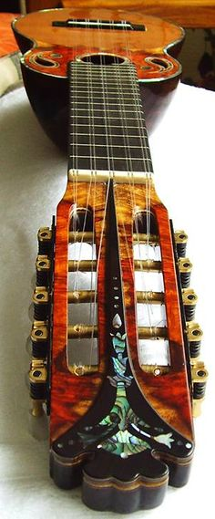 Charango / Ronroco du Luthier Bolivien Antonio Perez