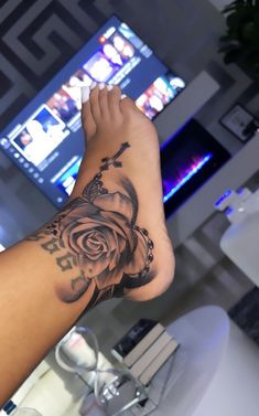 Foot Tattoos Girls, Girl Neck Tattoos, Neck Tattoos Women, Red Ink Tattoos, Girly Tattoos, Badass Tattoos, Tatoos, Thigh Tattoos, Tribal Tattoos