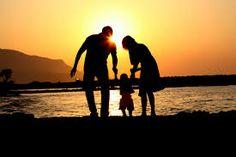 Kuvahaun tulos haulle family silhouette