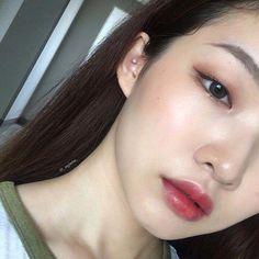korean makeup – Hair and beauty tips, tricks and tutorials Korean Makeup Look, Asian Eye Makeup, Eye Makeup Art, Natural Eye Makeup, Beauty Makeup, Natural Beauty, Monolid Eyes, Monolid Makeup, Minimal Makeup