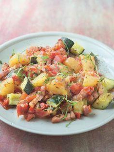 poivre, poivron rouge, thym, pomme de terre, courgette, tomate, oignon, huile d'olive, ail, sel, lardons