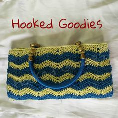 Lovely Chevron Clutch with matching handles in Purse Thread. Chevron, Goodies, Purses, Crochet, Products, Sweet Like Candy, Handbags, Gummi Candy, Ganchillo