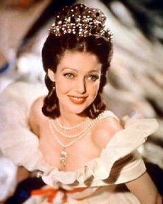 Born 1913 as Gretchen Young in Salt Lake City, Utah, American actress Loretta Young had her first role at the age of three, in the silent film The Primrose Ring.Starting as a child actress, Young Young Actresses, Hollywood Actresses, Actors & Actresses, Blonde Actresses, Black Actresses, Female Actresses, Loretta Young, Old Hollywood Glamour, Classic Hollywood