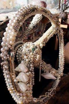 Steering wheel of shells & pearls. Steering wheel of shells & pearls. Girly, Blue Dream, All That Glitters, Art Cars, Kitsch, Trippy, Helmet, Jewelery, Kawaii