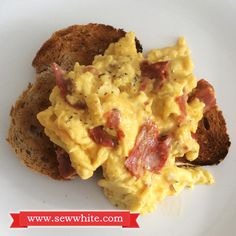 Mediterranean Inspired Scrambled Eggs White Food, Non Stick Pan, Scrambled Eggs, Main Meals, Food Inspiration, Brunch, Sew, Stuffed Peppers, Inspired