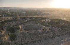 Una visión más amplia del Anfiteatro de la antigua Leptis Magna, en la costa de Libia. Ver en Google Maps. #