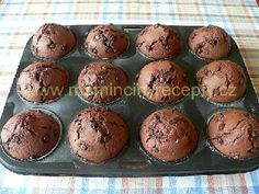 Muffiny s čokofloky Pine Cone Decorations, 4 Ingredients, Food And Drink, Cupcakes, Breakfast, Sweet, Chicken, Baking, Basket