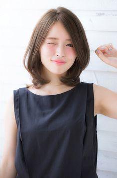 둥근얼굴 단발머리 매치해주기 요즘은 역삼각형의 얼굴이 대세인듯. 하지만 나름대로 둥근 얼굴형도 특유의 귀엽고 깜찍한 느낌이 있으니 무작정 현실의 얼굴을 부정할 필요는 없을 듯 합니다. 현재 한국이나 일본..