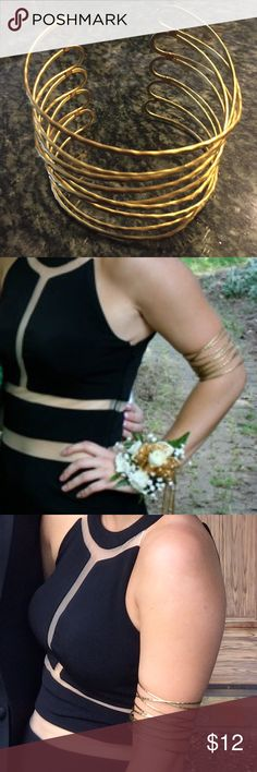 Gold Free People upper arm bangle Worn once, like new! Bends slightly to fit any arm Free People Jewelry Bracelets