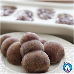 Drool Pops......Easy DIY treat for your big dog! ...... 1 banana, 1 handful blueberries, 1 apple cored and chopped, 1 TBPS water. Combine all ingredients in blender, pulse until pourable liquid, fill freezer mold. Freeze at least 2 hours ......TrueDrool.com