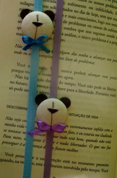 Bookmarks Couldn't trace link. Looks like elastic cord with button covered to look like panda. Book Crafts, Felt Crafts, Crafts To Make, Crafts For Kids, Arts And Crafts, Paper Crafts, Craft Projects, Sewing Projects, Projects To Try