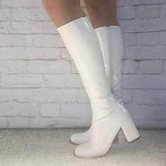 Vintage does Mod Gogo Boots 7 White Vinyl Knee High Chunky Platform Heels Costume Salvage Vintage does Mod Gogo Boots 7 White by PopFizzVintage Dr Shoes, Sock Shoes, Me Too Shoes, Shoes Heels, White Knee High Boots, White Boots, Brown Boots, Looks Style, Looks Cool