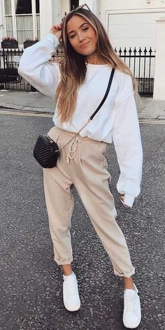 31 Cute Jumpers for Women to Rock Your Winter Looks – Hi Giggle! 31 Cute Jumpers for Women to Rock Your Winter Looks – Hi Giggle!,Slouchy & Comfy Outfits Oversized sweater, From knited jumpers. Trendy Fall Outfits, Winter Outfits Women, Casual Winter Outfits, Winter Fashion Outfits, Look Fashion, Stylish Outfits, Winter Dresses, Casual Dresses, Womens Fashion