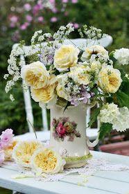 Jug of David Austin roses Simple Flowers, Pretty Flowers, Summer Flowers, Fleur Design, David Austin Roses, Rose Cottage, Color Rosa, Yellow Roses, Beautiful Roses