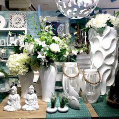 jarrones decorados con flores. Más en www.virginia-esber.es