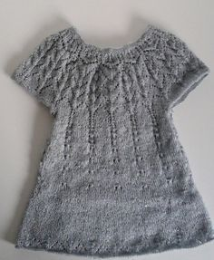 Pour Carole...Les explications de la robe top down de Maelys Crochet Baby, Knit Crochet, Top Down, Textiles, Doll Clothes, Mom And Baby, Girls Dresses, Couture, Women
