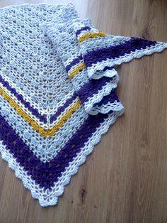 210-211-34 Triangle Shawl By Pierrot (Gosyo Co., Ltd) - Free Crochet Diagram - See http://gosyo.co.jp/english/pattern/eHTML/ePDF/1204/3w/210-211-34_Triangle_Shawl.pdf For PDF Diagram - (ravelry)