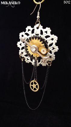 Boucles d'oreilles steampunk baroque avec véritables engrenage décorée de strass du célèbre cristal autrichien couleur Crystal