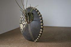 Raku Pottery, Pottery Handbuilding, Pottery Sculpture, Slab Pottery, Ceramic Techniques, Pottery Techniques, Ceramic Pots, Ceramic Clay, Sculptures Céramiques