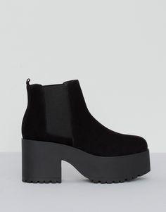 Botín tacón bloque negro - Ver todo - Zapatos - Mujer - PULL&BEAR España