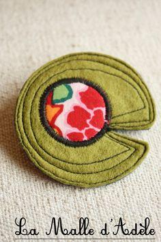 Broche nénuphar textile tissu rose et rouge