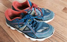 Replacing your old running shoes can save you from misery.Here are 5 signs that you should replace your running shoes.