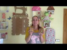 TUTORIAL PRÁCTICO TARJETERO - YouTube Textiles, Youtube, Make It Yourself, Frame, Scrappy Quilts, Paper Bags, Craft Videos, Rolodex, Sachets