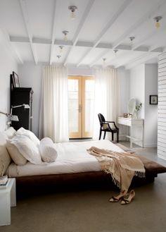 Rénovation et design architectural dans un bungalow des années fifties : la chambre | Décormag