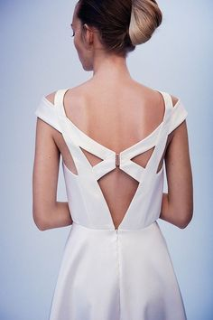I love a geometric dress design and this is just gorgeous.white really highlights the clean sharp lines. Geometric Fashion, Geometric Dress, Fashion Details, Look Fashion, Fashion Design, Back Dress Design, Modest Fashion, Fashion Dresses, Feminine Mode