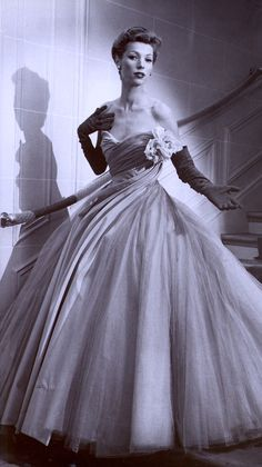 DIOR gown 1950's, Despite its delicate appearance, a Dior original weighed many pounds & was a heavy garment to wear. (photo from 'Fashion the Century of the Designer' by Charlotte Seeling 1999)
