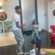 Chris Brown Videos, Chris Brown Art, Chris Brown Pictures, Breezy Chris Brown, Chris Brown Wallpaper, Cute Fall Wallpaper, Chris Brown Photoshoot, Chris Brown Daughter, Chris Brown And Royalty