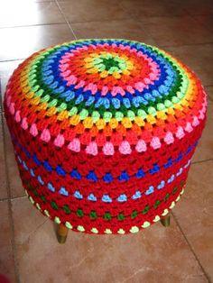 rainbow crochet pouf - love it! Crochet Pouf, Crochet Mandala Pattern, Crochet Diy, Crochet Cushions, Crochet Pillow, Love Crochet, Crochet Granny, Crochet Patterns, Crochet Crafts
