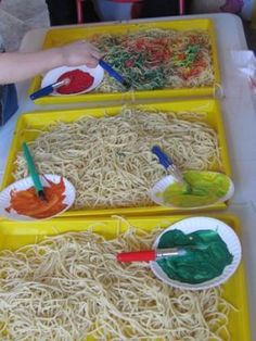 Crafts For Preschoolers spaghetti! for preschoolers and older. you layout spaghetti in trays. Let the children touch and feel the spaghetti. they can paint the spaghetti different colors. let them use their hands to mix the paint. Toddler Fun, Toddler Crafts, Preschool Activities, Teach Preschool, Teaching Kindergarten, Process Art Preschool, Sensory Activities For Preschoolers, Preschool Food, Toddler Games