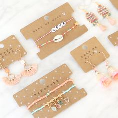 Pack and present your jewelry perfectly with jewelry cards jewelry package DIY - Easy and Stylish Jewelry Organizer Ideas 2019 Stylish Jewelry, Cute Jewelry, Beaded Jewelry, Jewelry Accessories, Handmade Jewelry, Jewelry Design, Fashion Jewelry, Diy Jewelry Cards, Diy Schmuck
