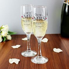 Wedding Bride and Groom Toasting Champagne Flutes Glasses - Pack of 2 Mr & Mrs  | eBay
