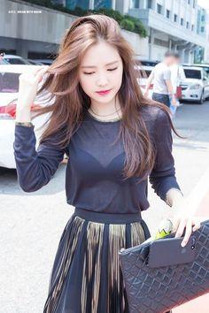 Apink Naeun's Visuals Change Completely Depending On What Color She's Wearing Apink Naeun, Cute Asian Girls, Korean Celebrities, Beauty Full Girl, Beautiful Asian Women, Geisha, Sensual, Asian Woman, Kpop Girls