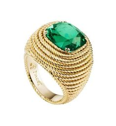 Extremely Piaget ring in yellow gold with a cushion-cut emerald surrounded by gold ropes. Piaget Ring, Piaget Jewelry, Emerald Jewelry, High Jewelry, Luxury Jewelry, Jewelry Rings, Emerald Rings, Ruby Rings, Jewellery