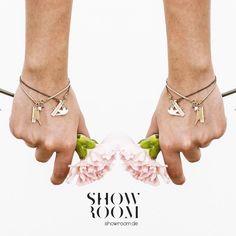 Guten Morgen  lache heute so viel wie du atmen kannst!  Schmuck von @animalkingdomjewelry ab sofort auf: www.showroom.de  #shwrm #showroomde #deutschland #online #shopping #ecommerce #berlin #berlinfashionweek #style #styleoftheday #inspiration #designer #innovation #jewelry #flower #new #animalkingdom #animals #instalike #instamoment #ootd #instastyle #madeingermany #germany by showroom.de