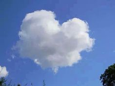 Nube con forma de corazón...